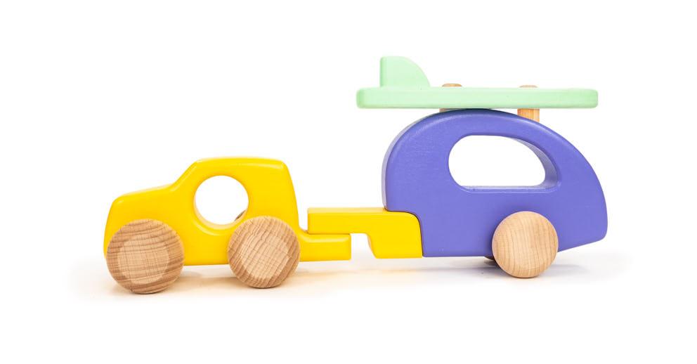 »Auto mit Wohnwagen« — Bajo